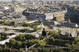 Secret garden over Paris