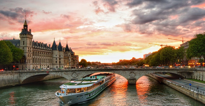 1-hour cruise on the Seine river