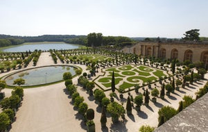 Versailles Palace | Exclusive Package  Skip-the-line Access with a glass of Champagne